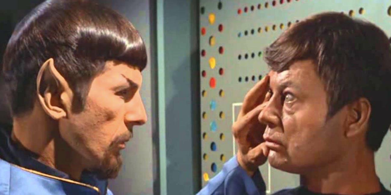 """Mirror Spock mind-melds with Bones in """"Mirror,Mirror"""""""