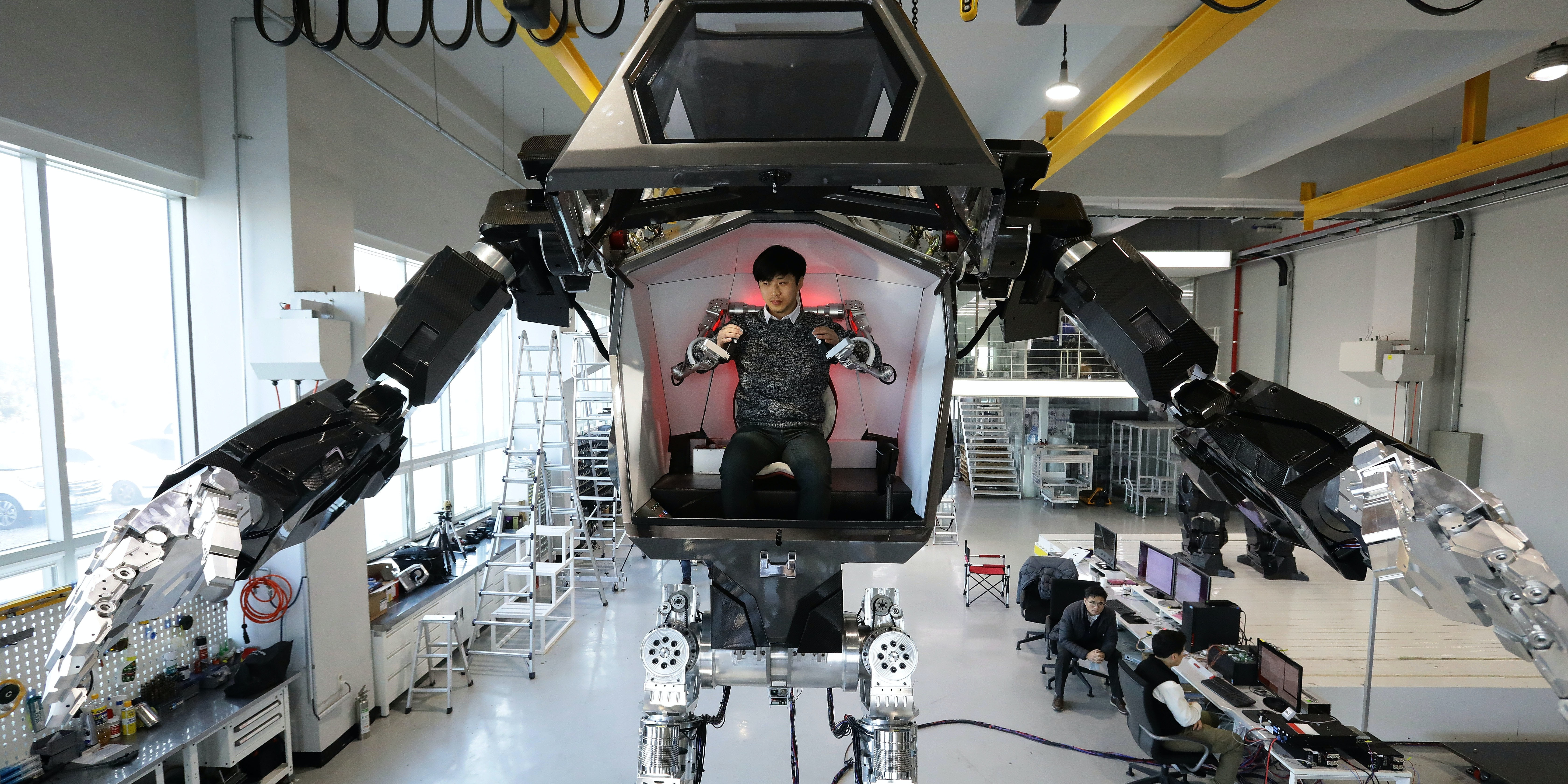 GUNPO, SOUTH KOREA - DECEMBER 27:  Testing South Korea's manned walking robot 'Method-2' projects by Korea Future Technology on December 27, 2016 in Gunpo, South Korea. Seoul-based robotics company Korea Future Technology has built a robot named Method-2, which can be controlled by a human pilot by using arm gestures.  (Photo by Chung Sung-Jun/Getty Images)