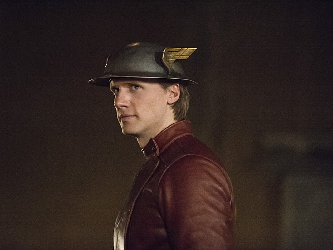 New Promo for 'The Flash' Offers Clues about Awesome 'Earth 2' Cameos