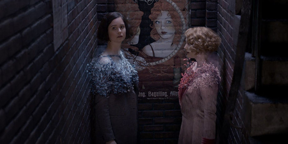 Tina and Queenie in front of the lipstick ad that guards the entrance to The Blind Pig in 'Fantastic Beasts and Where to Find Them'