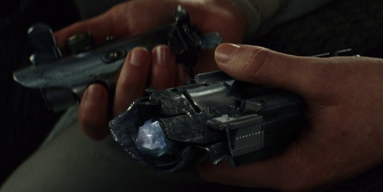 the last jedi lightsaber broken