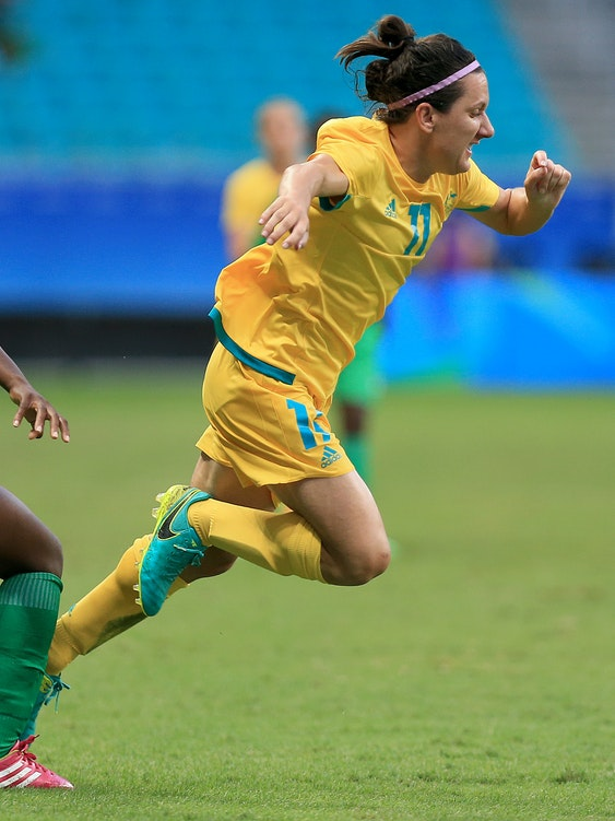 SALVADOR, BRAZIL - AUGUST 09: De Vanna of Australia runs with the ball during the match between Australia and Zimbabwe of the Rio 2016 Olympic Games at Arena Fonte Nova on August 9, 2016 in Salvador, Brazil. (Photo by Felipe Oliveira/Getty Images)