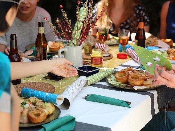 How to Craft the Perfect Friendsgiving Playlist
