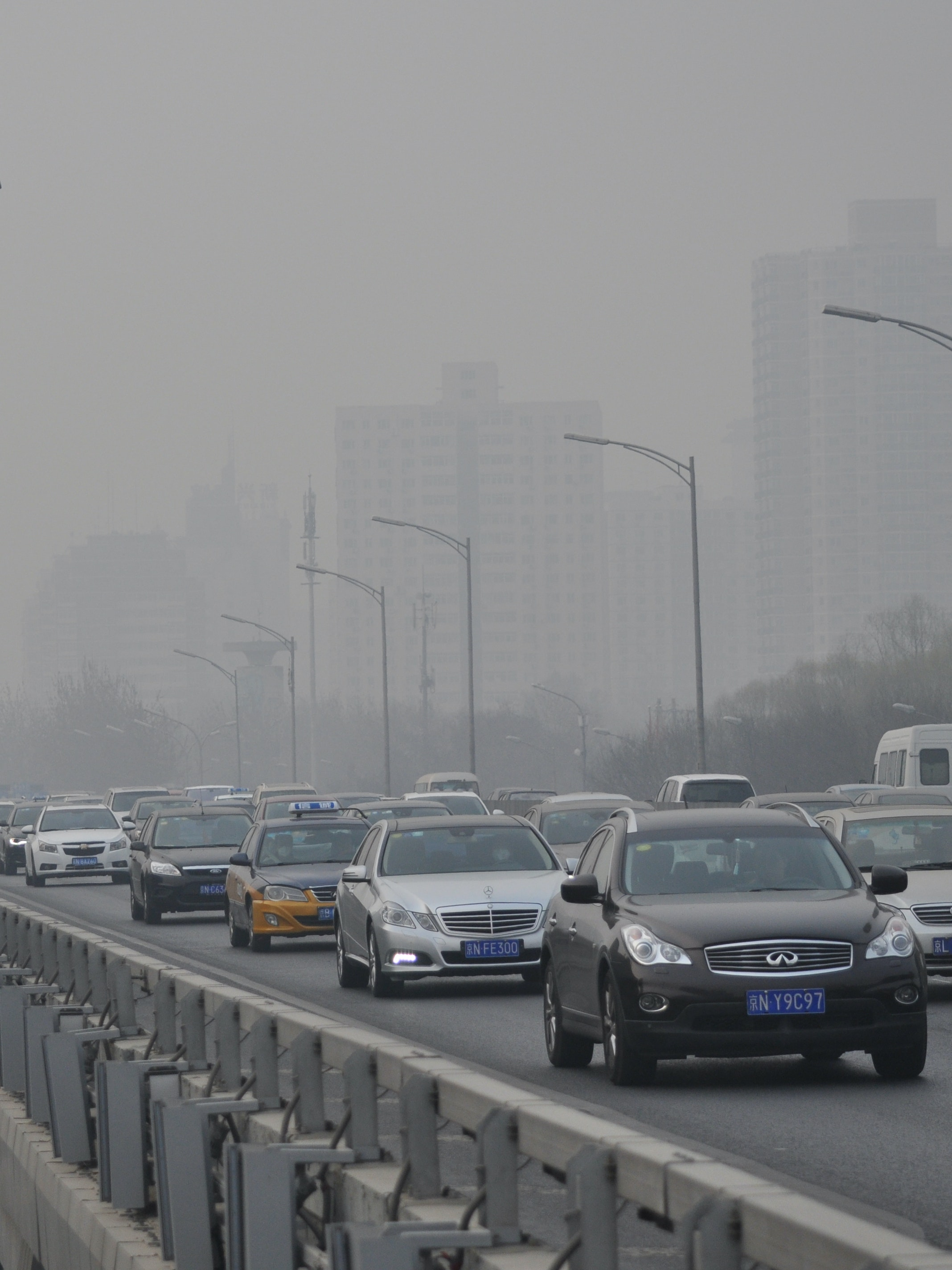 BEIJING, CHINA - MARCH 17:  (CHINA OUT) Vehicles run in the smog on March 17, 2016 in Beijing, China. The Air Quality Index (AQI) of Beijing reached 357 on Thursday and Beijing had sounded the yellow smog alarm from Wednesday.  (Photo by VCG/VCG via Getty Images)