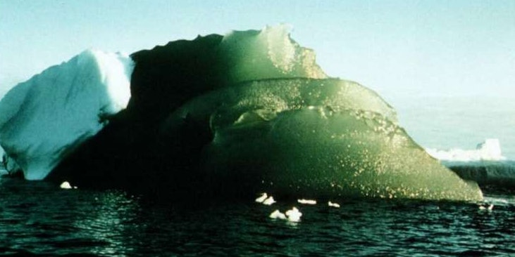 The World Expert on Green Icebergs Has a New Way to Explain Their Existence