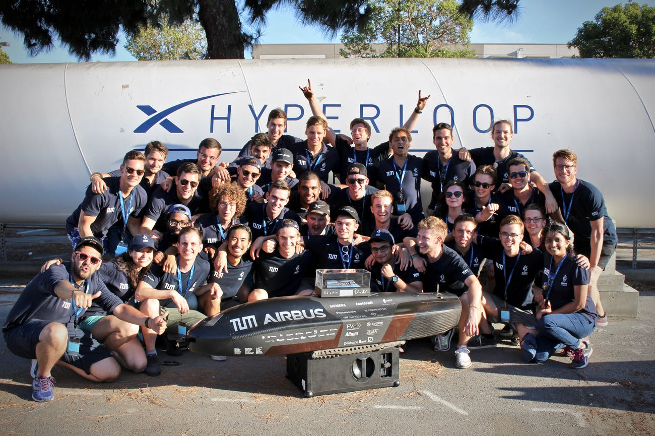 WARR Hyperloop group photo.