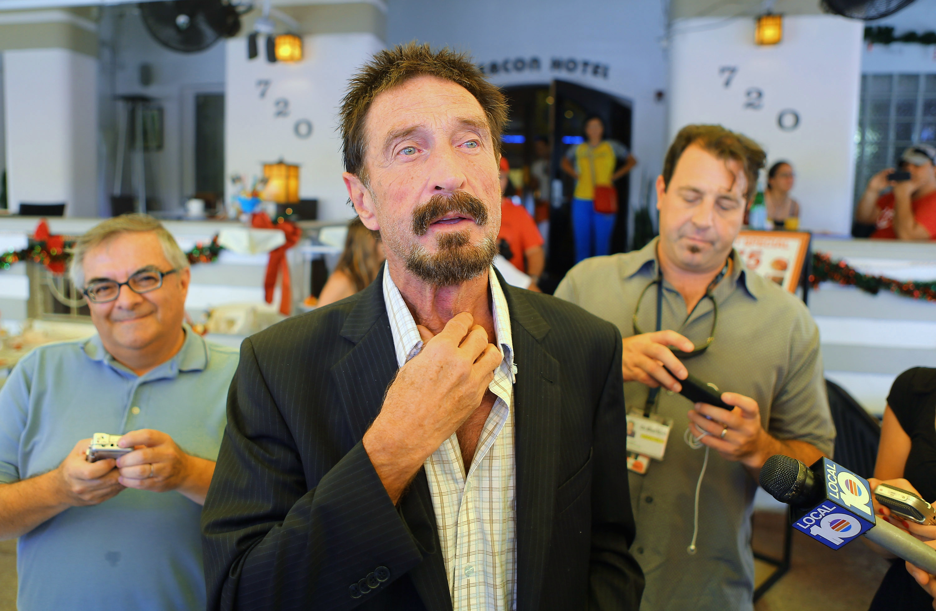 "John McAfee Tells FBI He'll Hack San Bernardino iPhone ""For Free"" in 3 Weeks"