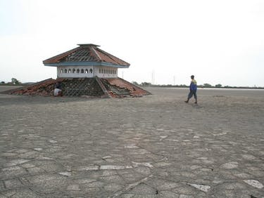 Mud volcano Indonesia research destruction town center emulsion