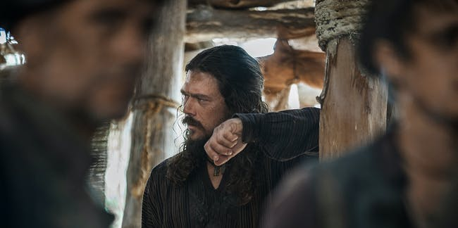Luke Arnold and Toby Stephens in 'Black Sails' Season 4
