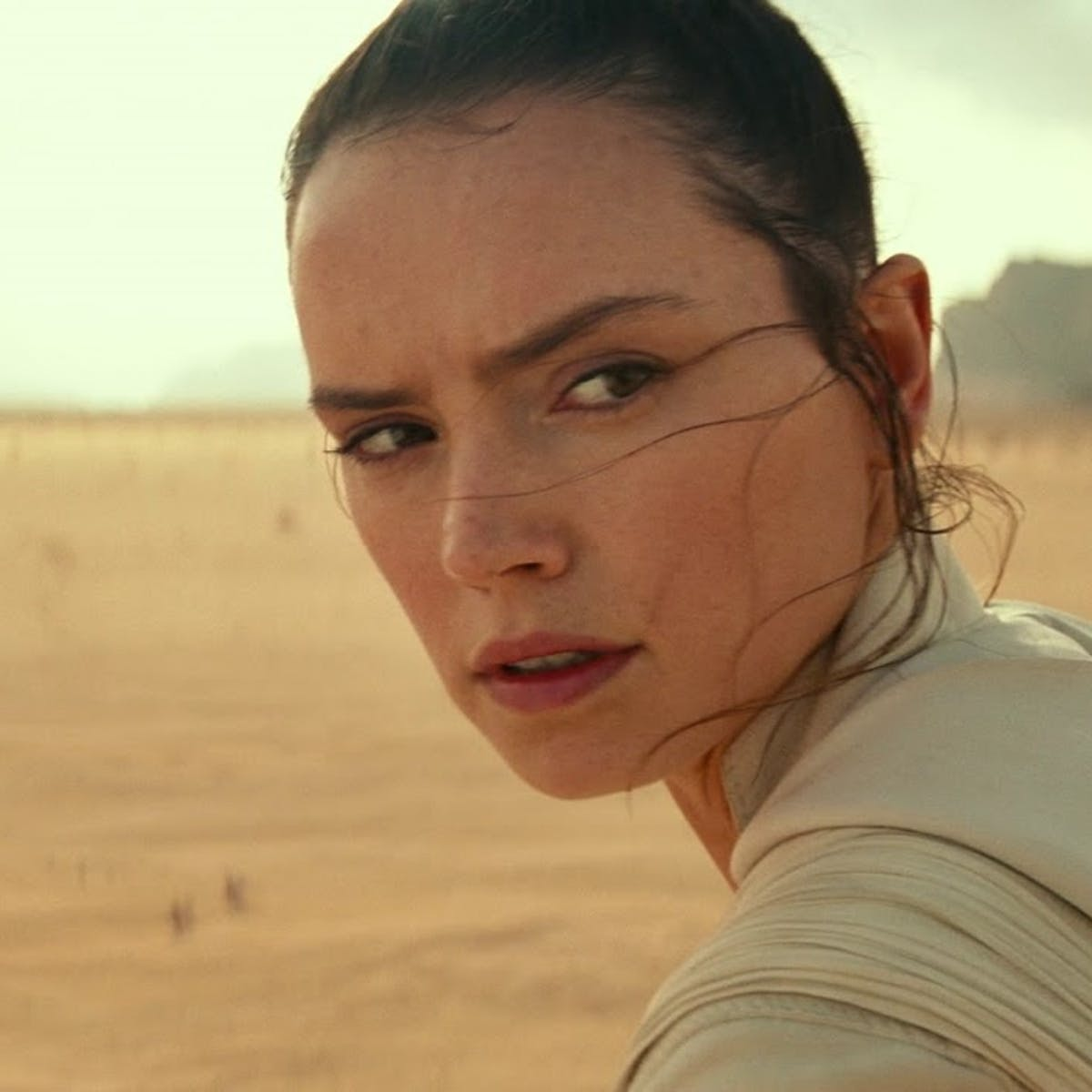 'Star Wars 9' spoilers: Rey's backstory won't change, hints Rian Johnson