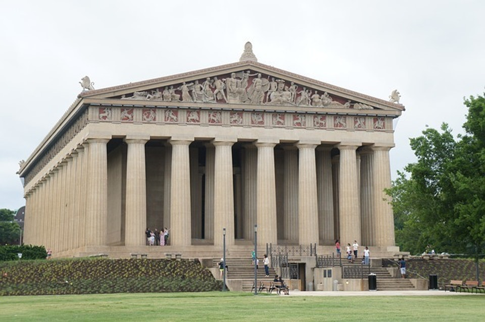 That's not Greek Antiquity, that's pure southern charm.