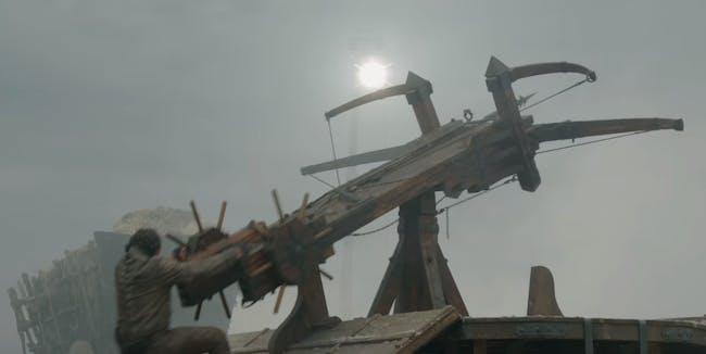 bronn-swinging-the-scorpion-around-to-ta
