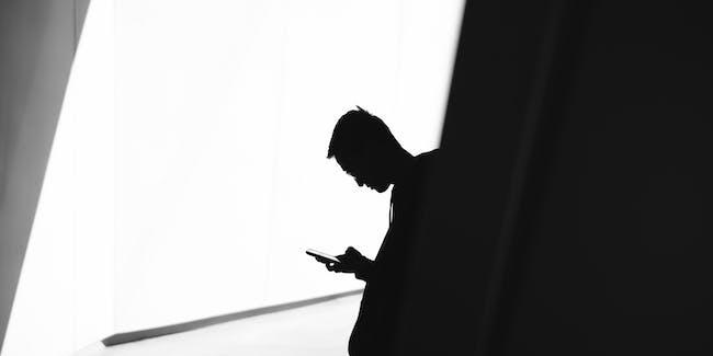 cell phone shadow online bullying sarahah whisper yik yak bullying hate messaging app