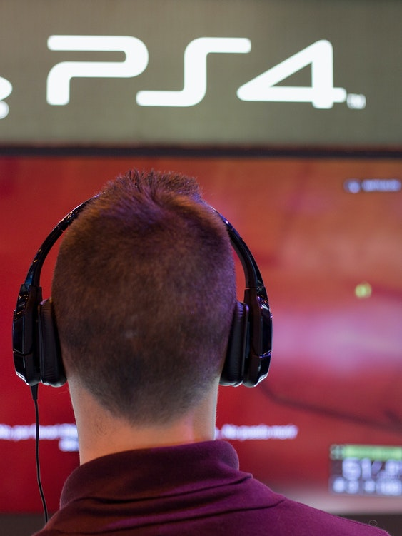 MADRID, SPAIN - NOVEMBER 09:  A man plays on a Playstation 4 at Madrid Games Week in IFEMA on November 9, 2013 in Madrid, Spain. Madrid's first edition of the Games Week runs from November 7-10, exhibiting products from some of the industry's leading software manufacturors. Spain now stands as the fourth largest European video gaming market and the sixth worldwide.  (Photo by Pablo Blazquez Dominguez/Getty Images)