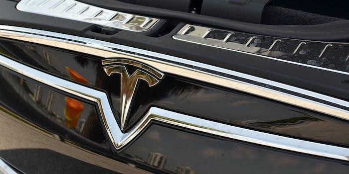 EVS_Tesla_Model_S_Front_Logo_wiht_Frunk_Opened
