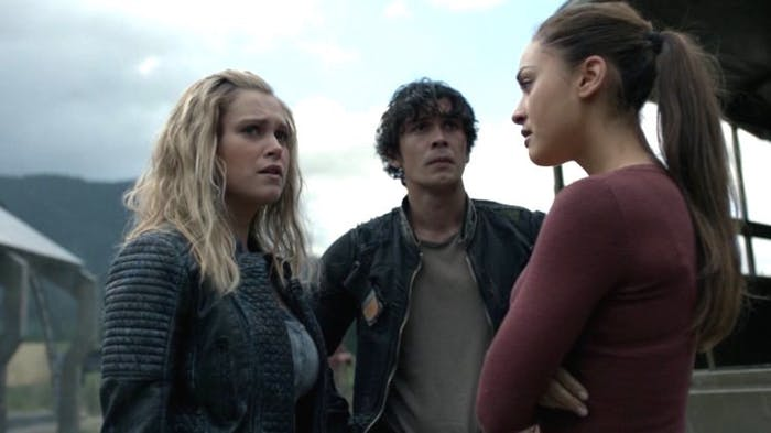 Eliza Taylor, Bob Morley, and Lindsey Morgan in 'The 100' Season 4