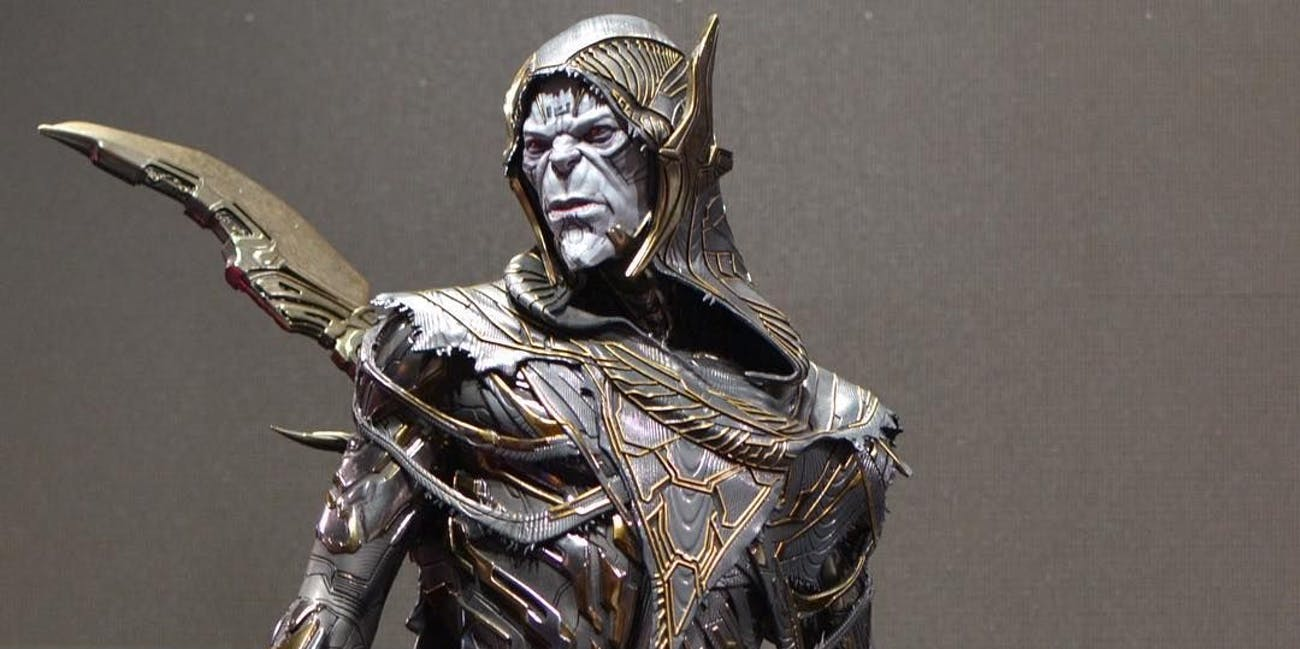 A statue of Corvus Glaive at San Diego Comic-Con in 2017.