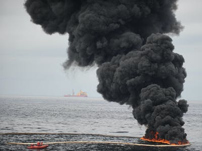 Scientists Develop a Super Sponge That Sucks Oil From the Water