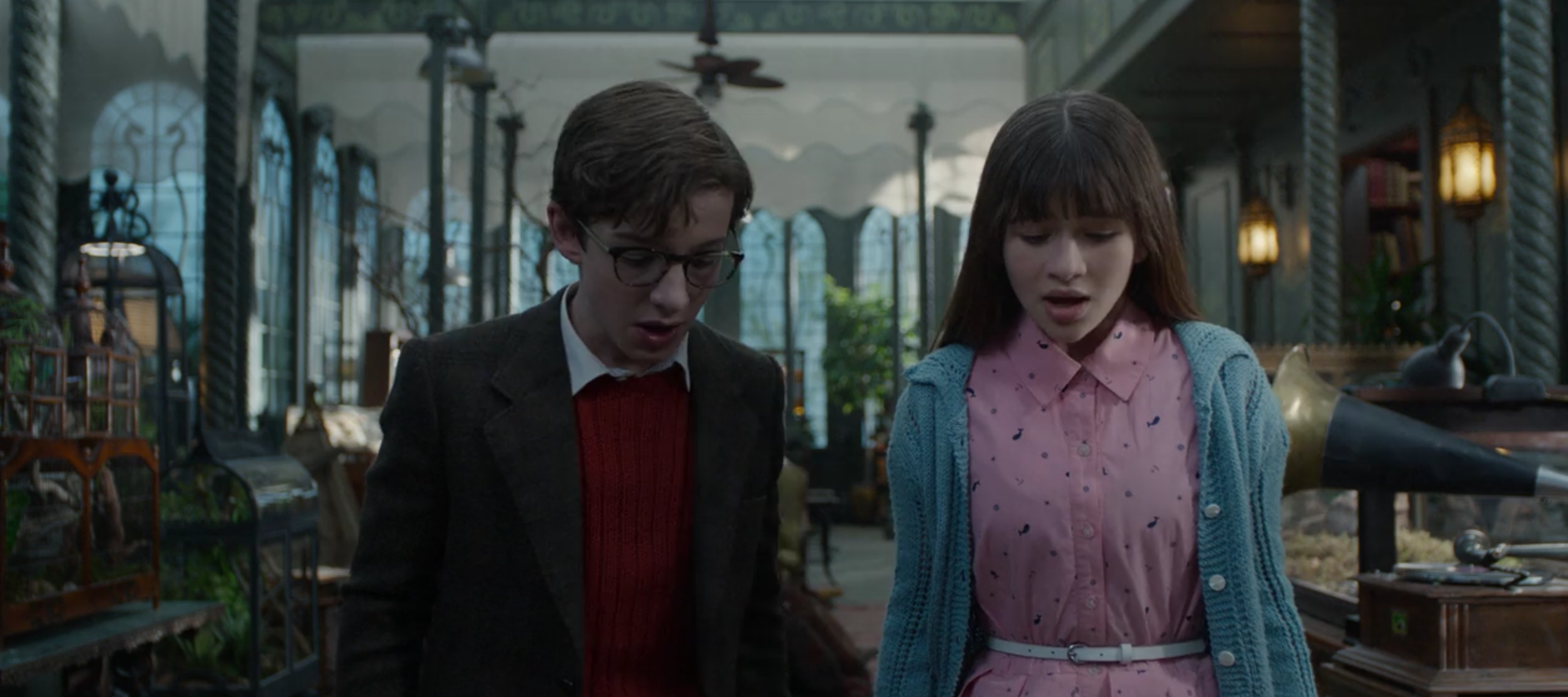 Klaus (Louis Hynes) and Violet (Malina Weissman) Baudelaire in the Reptile Room.