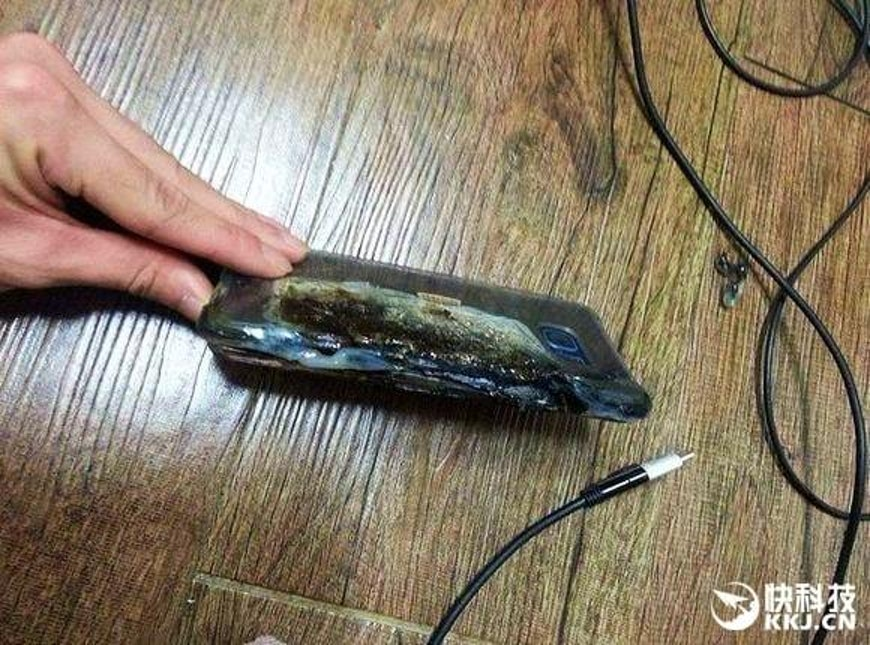 This is what an exploded Galaxy Note 7 looks like.