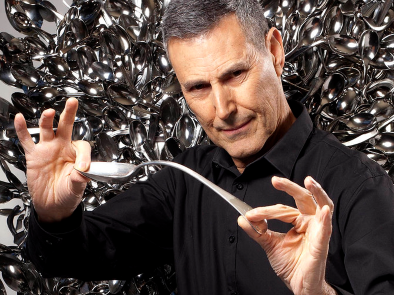 Uri Geller Convinced the CIA He Had Paranormal Powers in 1973