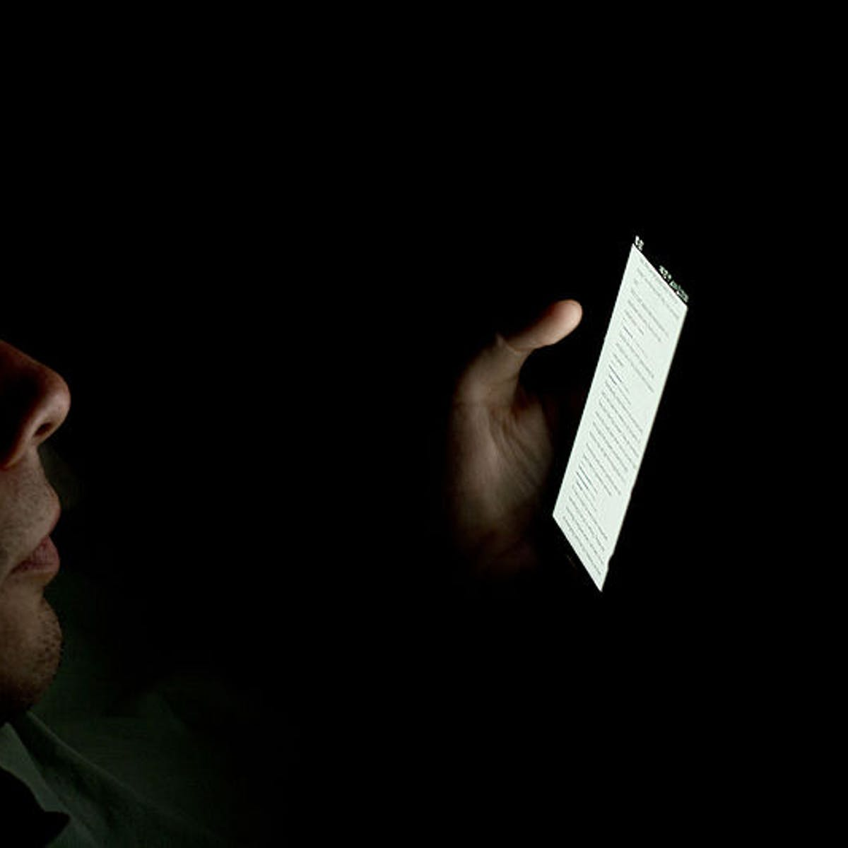 "Blue Light: Harmful Effects of Screens on Sleep Can Be ""Easily Reversed"""