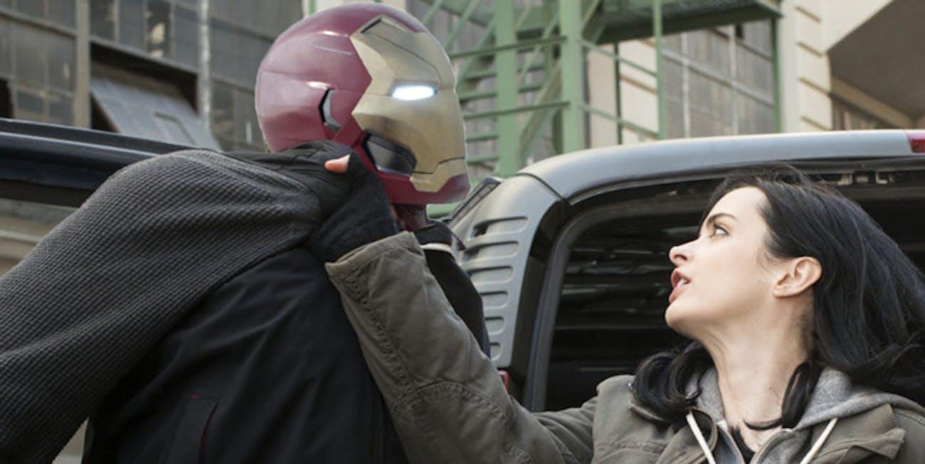 Jessica Jones chokes Iron Man