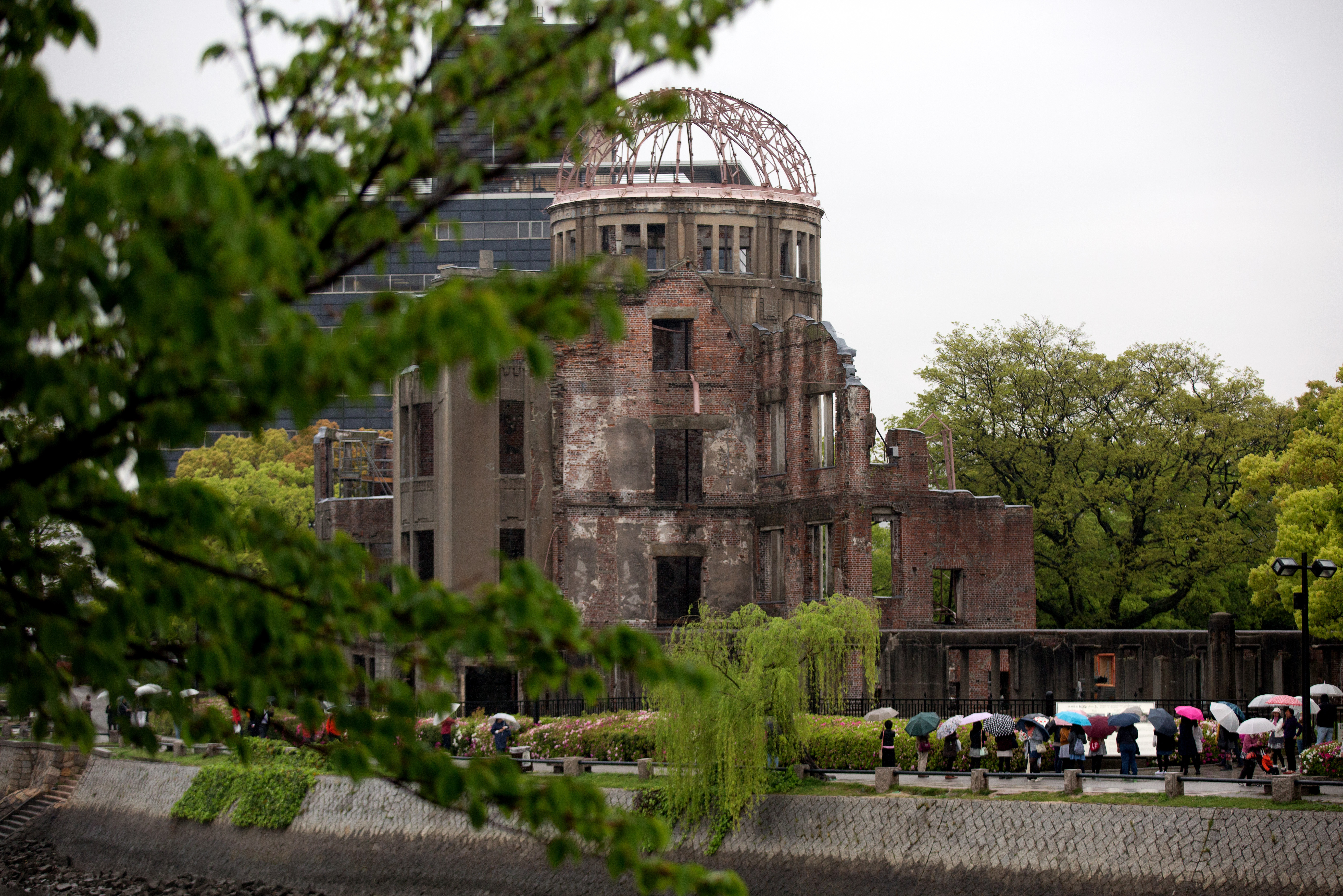 Why hiroshimas nuclear radiation wont hurt president obama and chernobyl would inverse