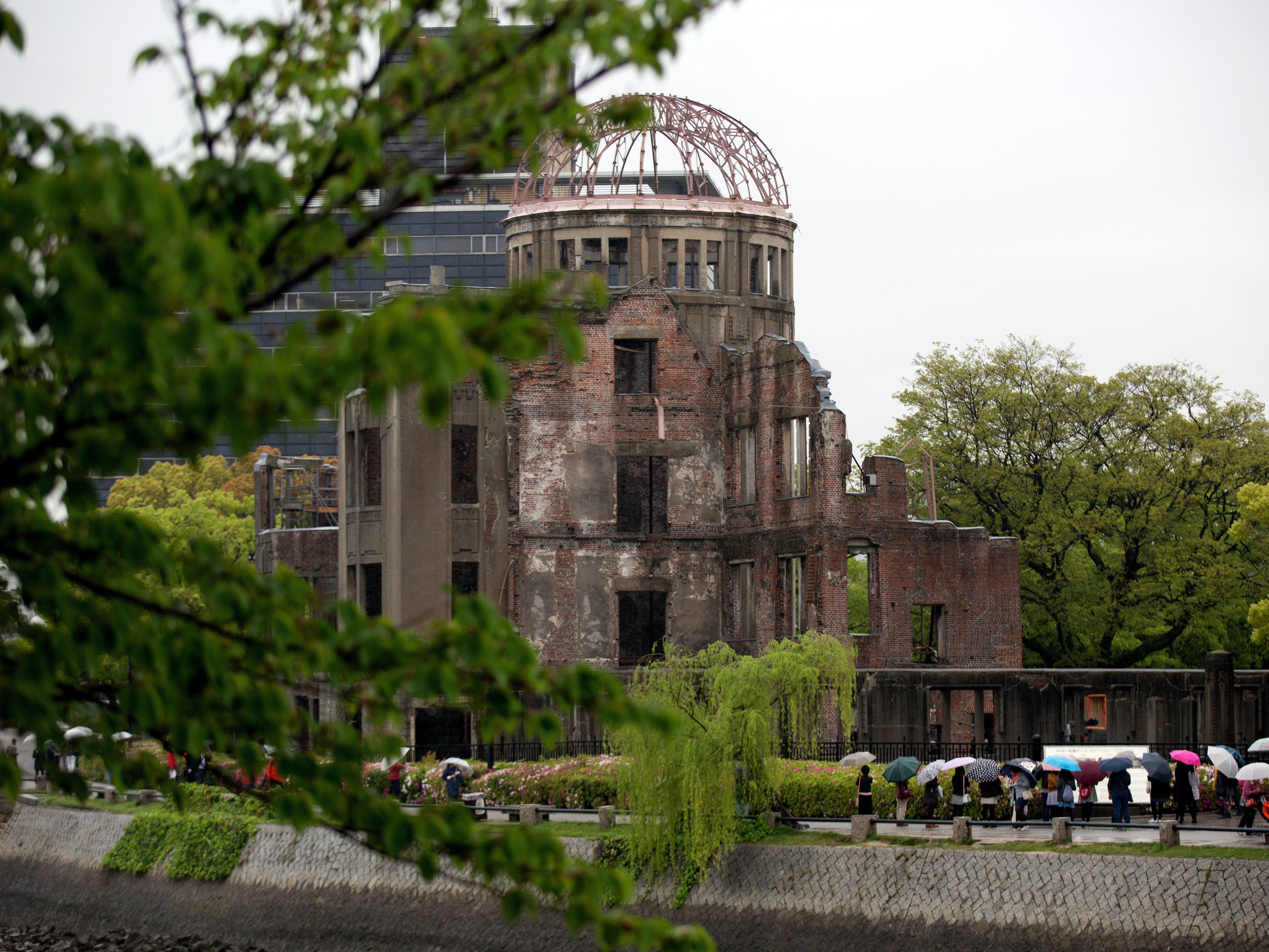 Why Hiroshima's Nuclear Radiation Won't Hurt President Obama and Chernobyl Would