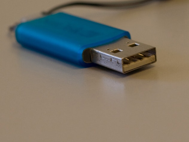 People Hang Onto USB Flash Drives Forever Because Losing Data Is Terrifying