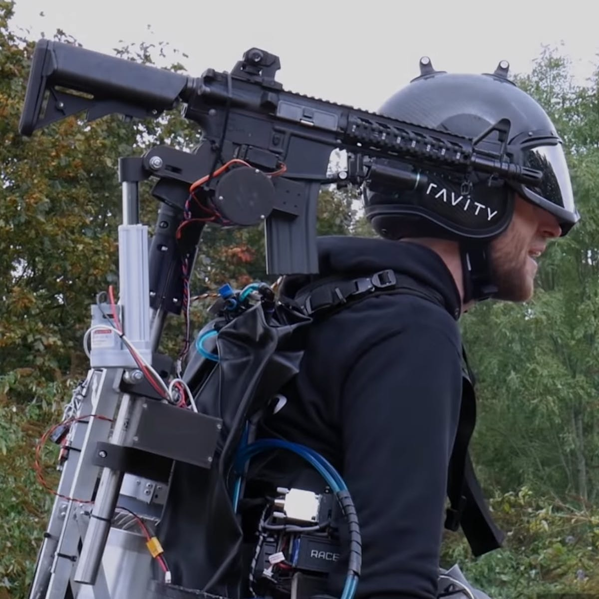 Video of guy who mounted a turret on a jetpack shows a surprising feature