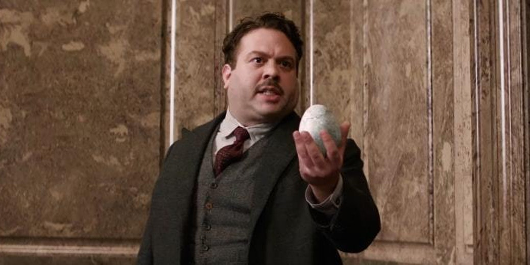 Jacob holds an Occamy egg in 'Fantastic Beasts and Where to Find Them'