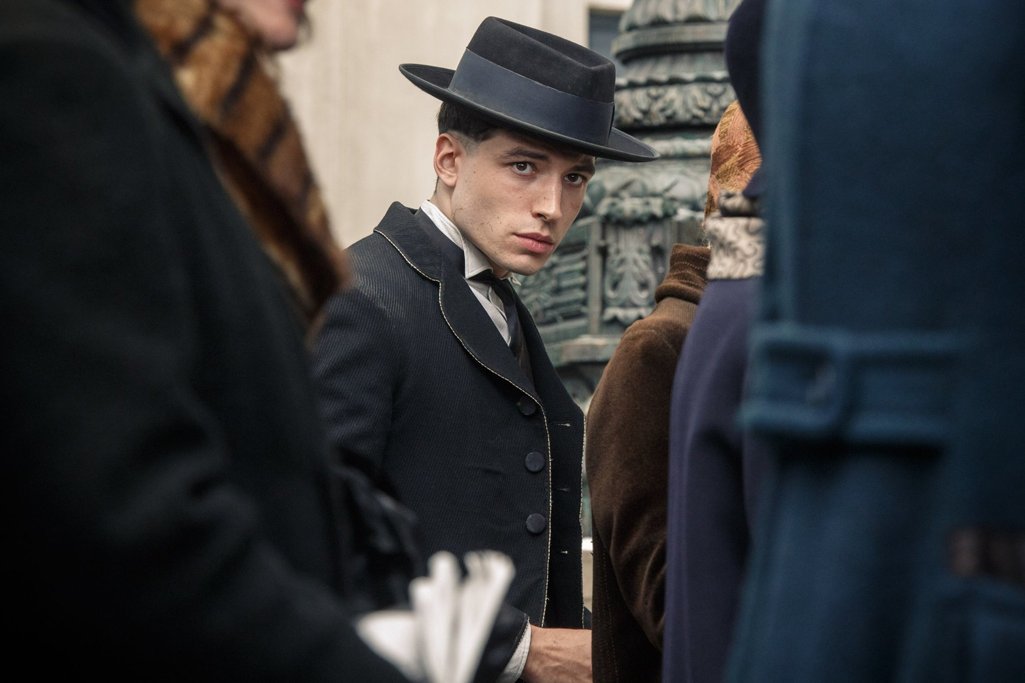 ezra-miller-as-credence-barebone-in-fantastic-beasts-and-where-to-find-them.jpeg
