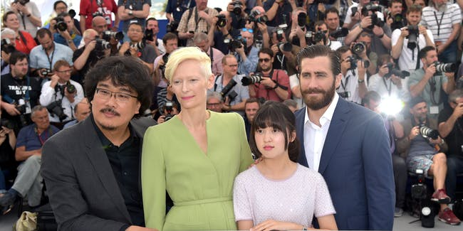 CANNES, FRANCE - MAY 19:  Actors Tilda Swinton, Ahn Seo-Hyun, Jake Gyllenhaal (R) and director Bong Joon-Ho (L) attend the 'Okja' photocall during the 70th annual Cannes Film Festival at Palais des Festivals on May 19, 2017 in Cannes, France.  (Photo by Pascal Le Segretain/Getty Images)