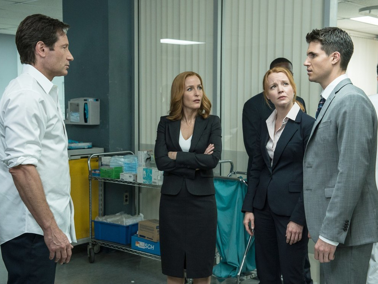 """David Duchovny and Gillian Anderson are joined by mini-Scully & Mulder with Lauren Ambrose and Robbie Amell on the """"Babylon"""" episode of 'The X-Files'"""