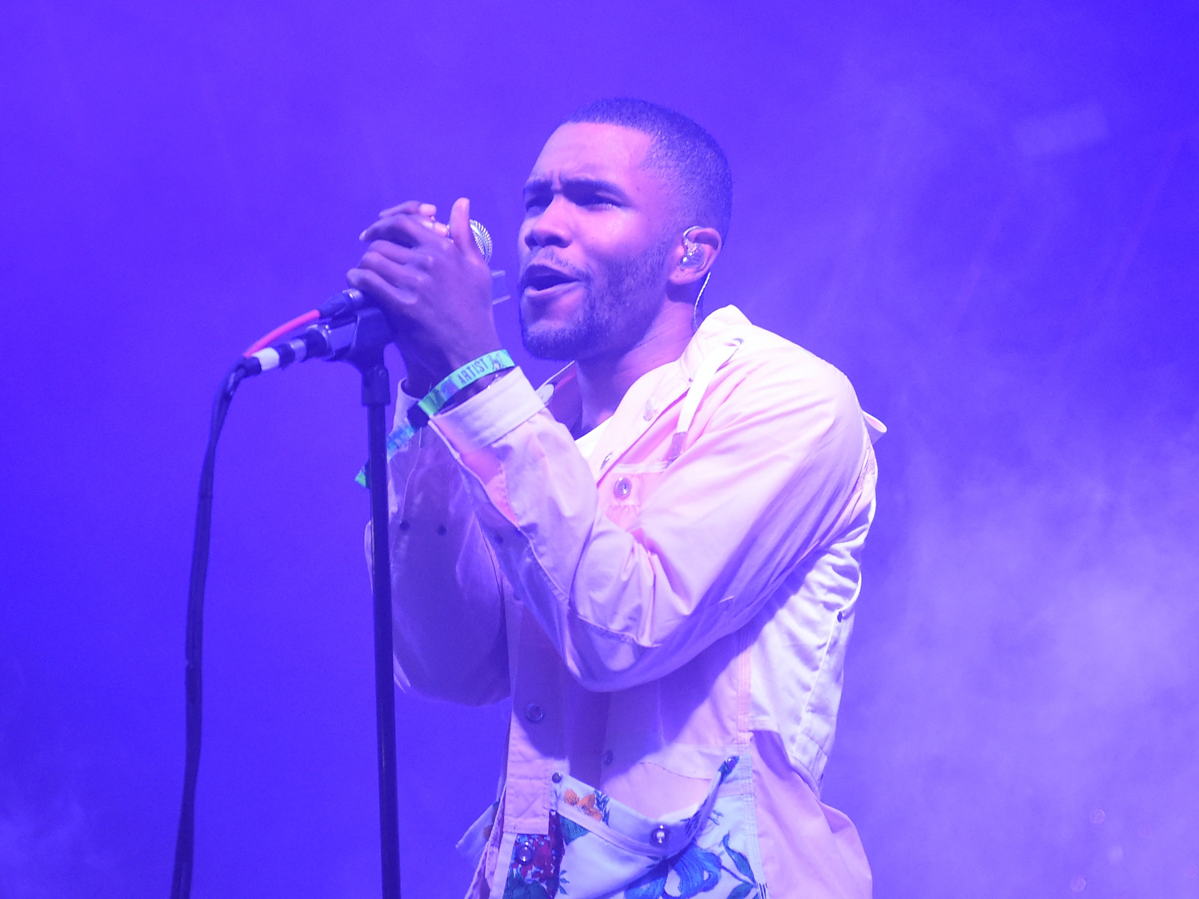 """Frank Ocean's """"Blonde"""" is About Taking Shrooms at Caltech"""