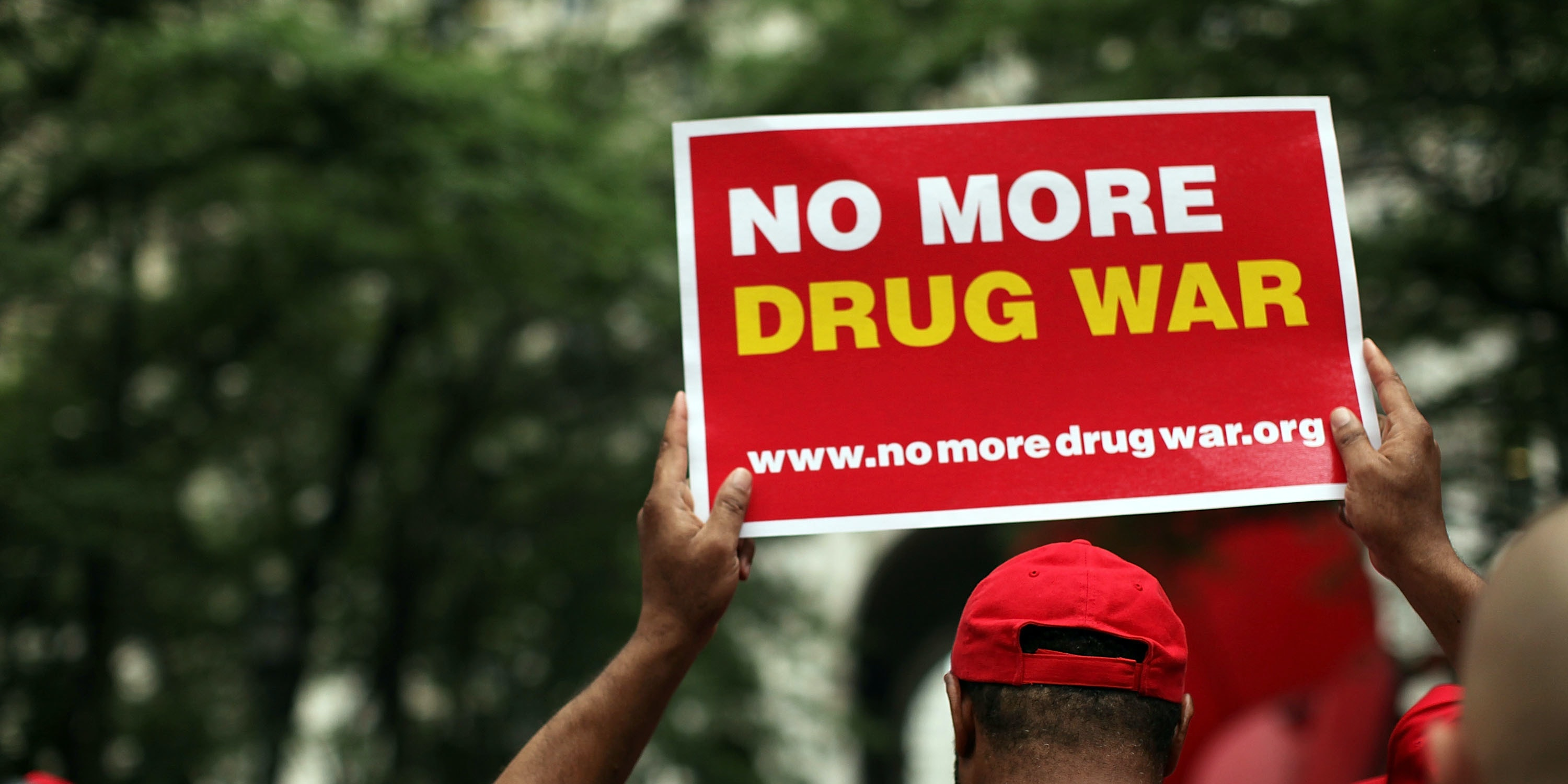the united states should not legalize However, this should not be grounds for the outright and continued criminalization of the drug plenty of harmful substances are legal: alcohol, tobacco, and the hallucinogen salvia divinorum are all legally sold in the united states yet are not exactly what one would refer to as healthy.