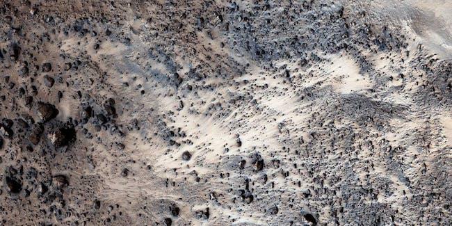 MRO mars landslide