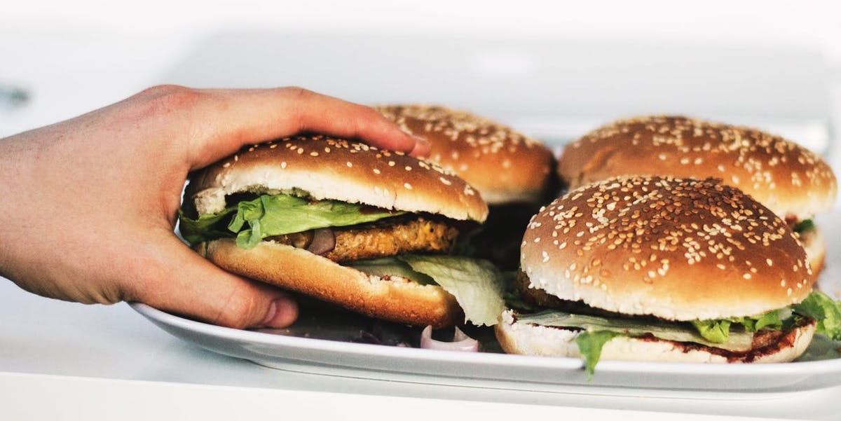 Swapping-beef-for-poultry-for-one-meal-per-day-can-reduce-daily-dietary-footprint-by-48-percent