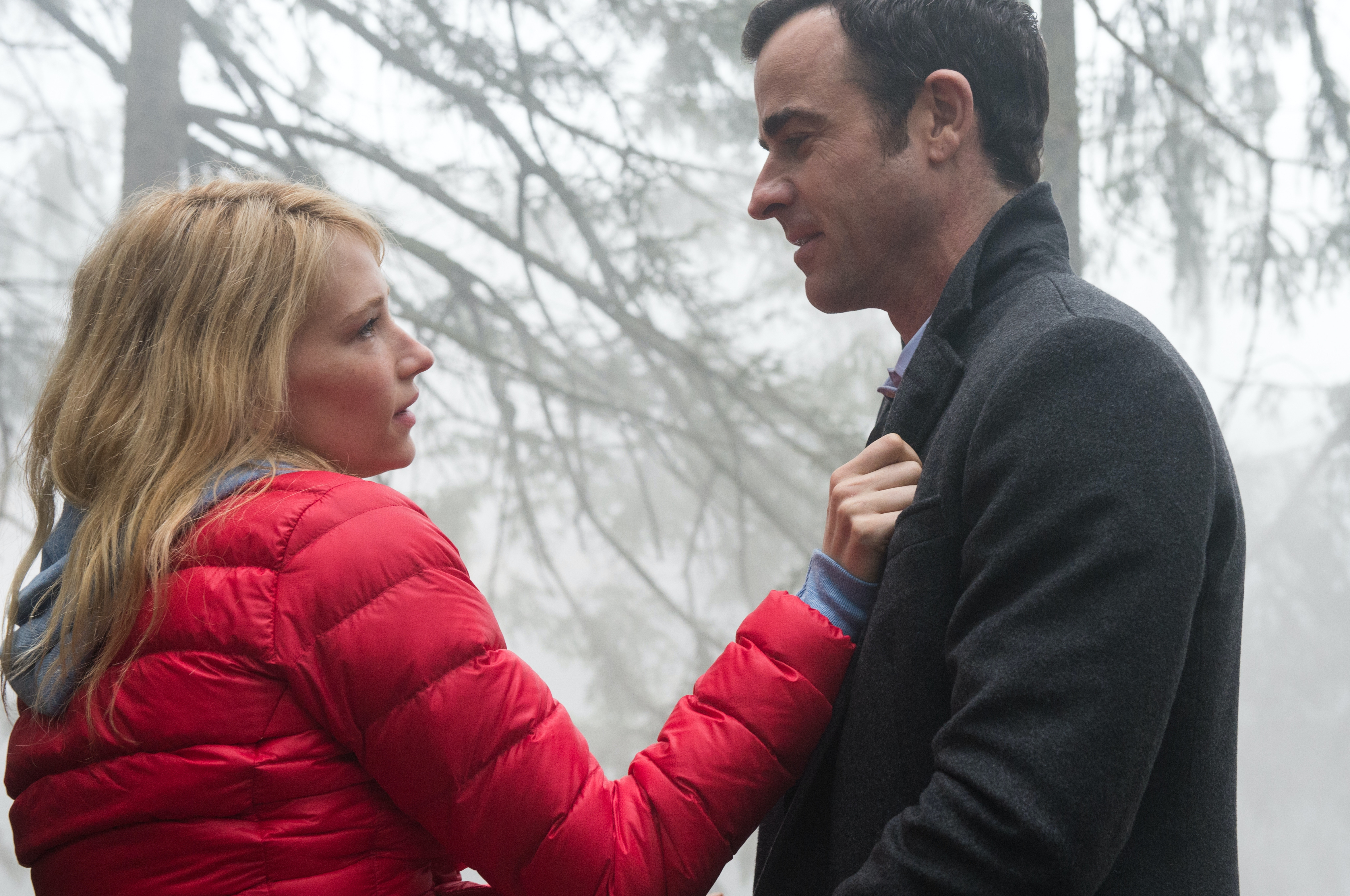 Haley Bennett and Justin Theroux in 'The Girl on The Train'