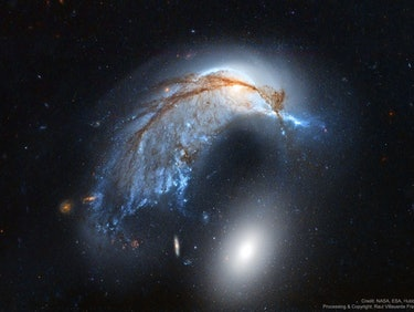 Hubble Spots Galactic Crash in Shape of Penguin or Porpoise
