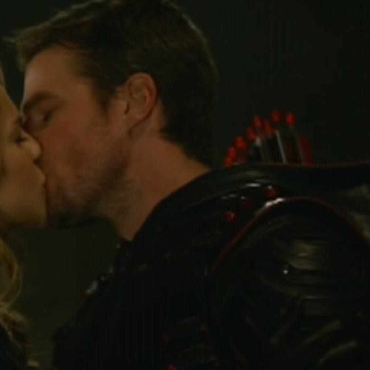 Supergirl and Green Arrow Kissed in the Crossover, Everyone Hated It