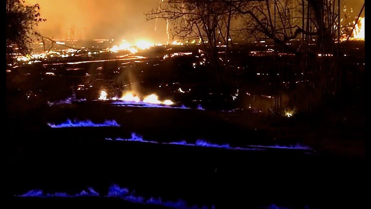 hawaii volcano kilauea here s what causes the eerie blue flames