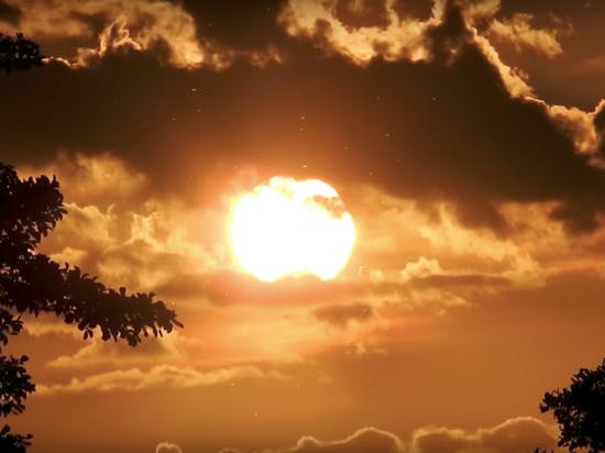 "Flat-Earthers ""Prove"" Sun Is Closer Than Clouds"