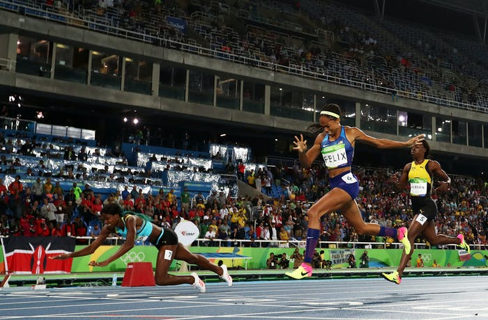 If you look at Shaunae Miller's face during this dive for gold, you can see how determined she is to take this --- and that she knows how much this is about to hurt.