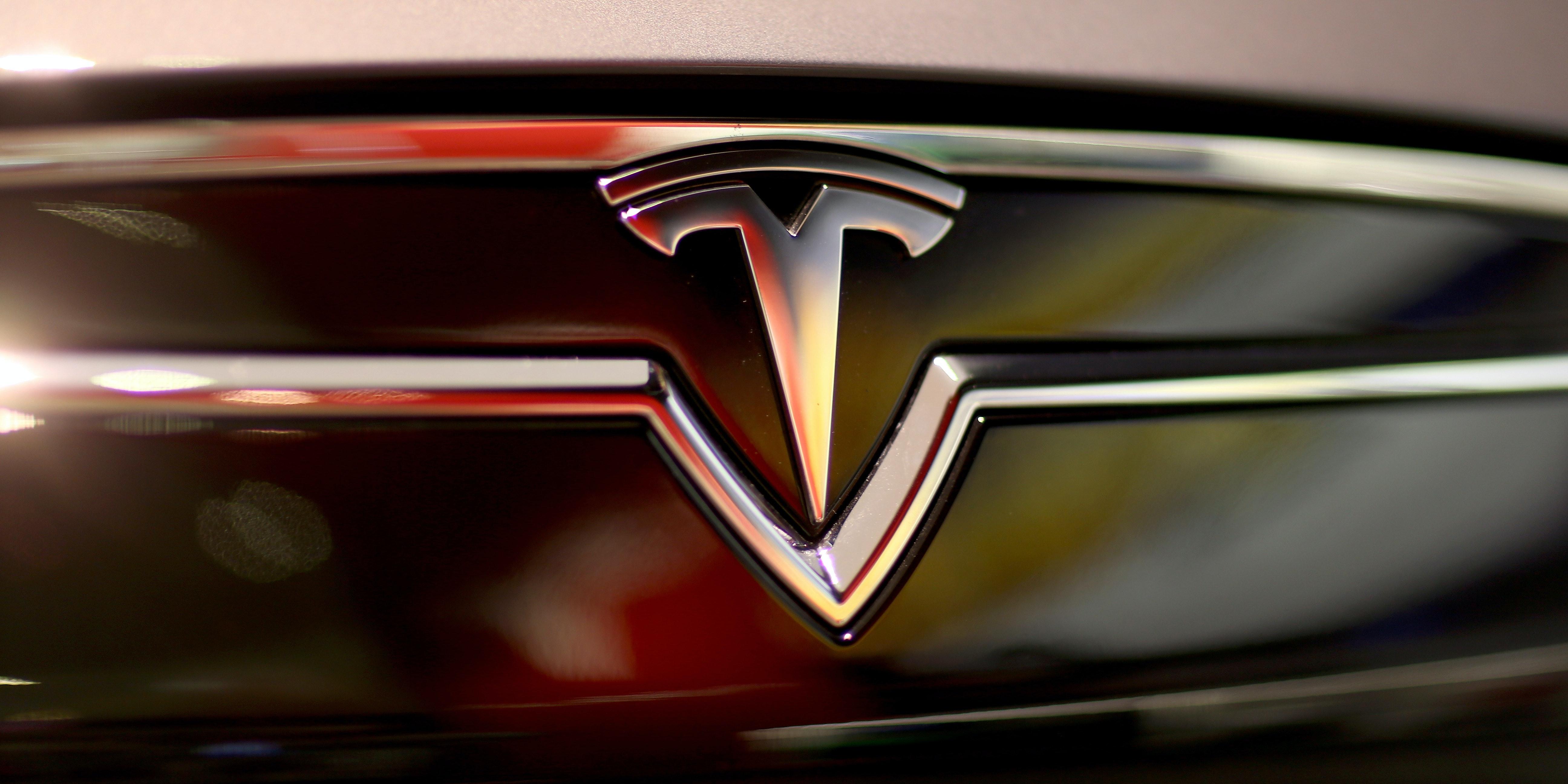 "Is ""Difficult"" Elon Musk the Reason Tesla Is Losing Engineers to Apple?"