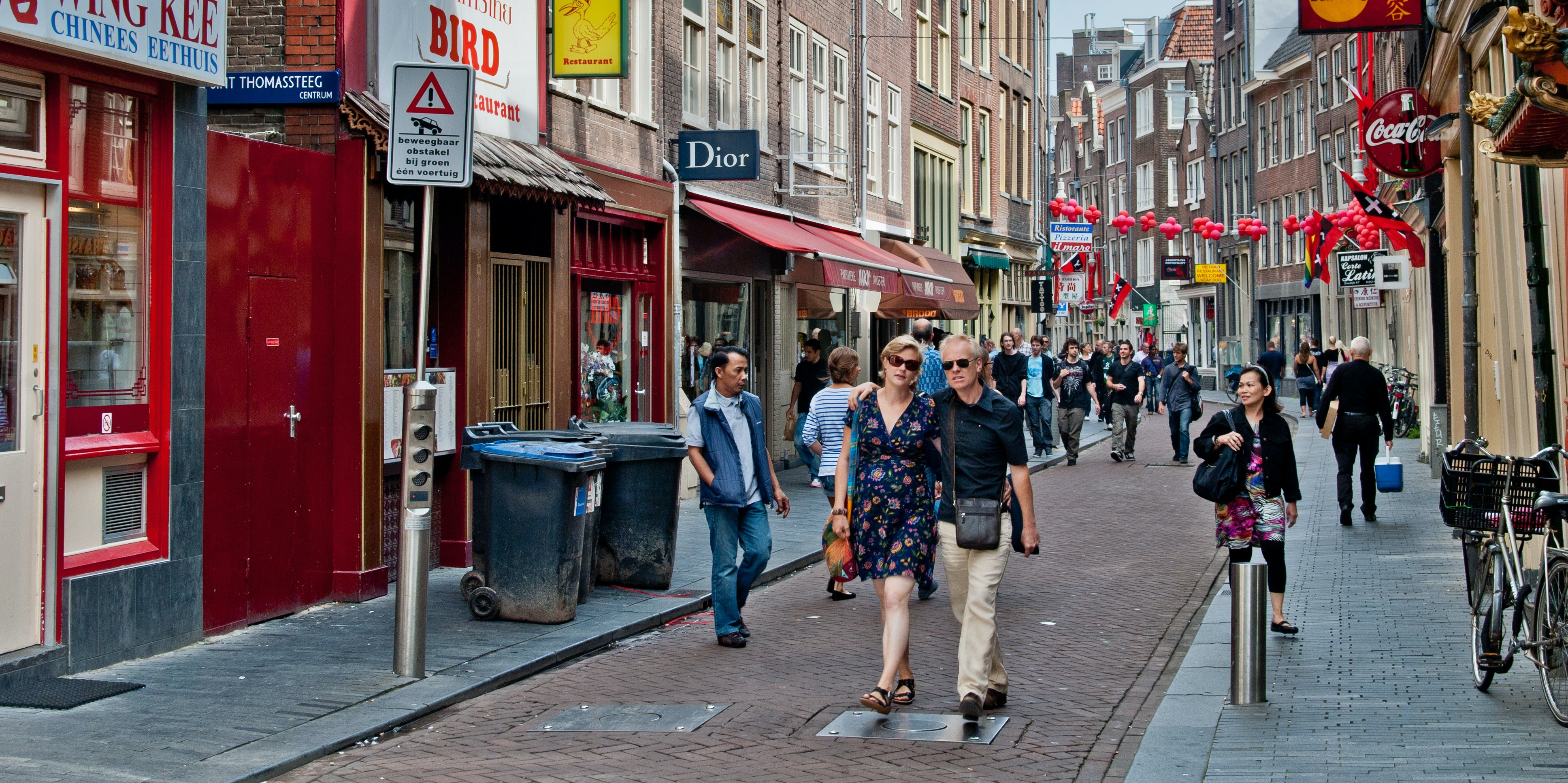 Video Shows How Bike-Crazy Amsterdam is Designed for People, Not Cars