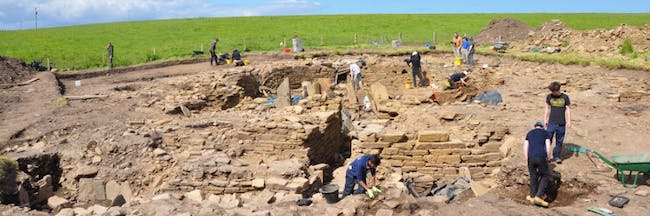new radiocarbon dating on artifacts dug up at the cairns orkney shows evidence of an iron age party - Lovoo - Flirt-App im Cosmo-Test dasjenige solltest Du wissen, vorher respons dich wohnhaft bei Lovoo anmeldest