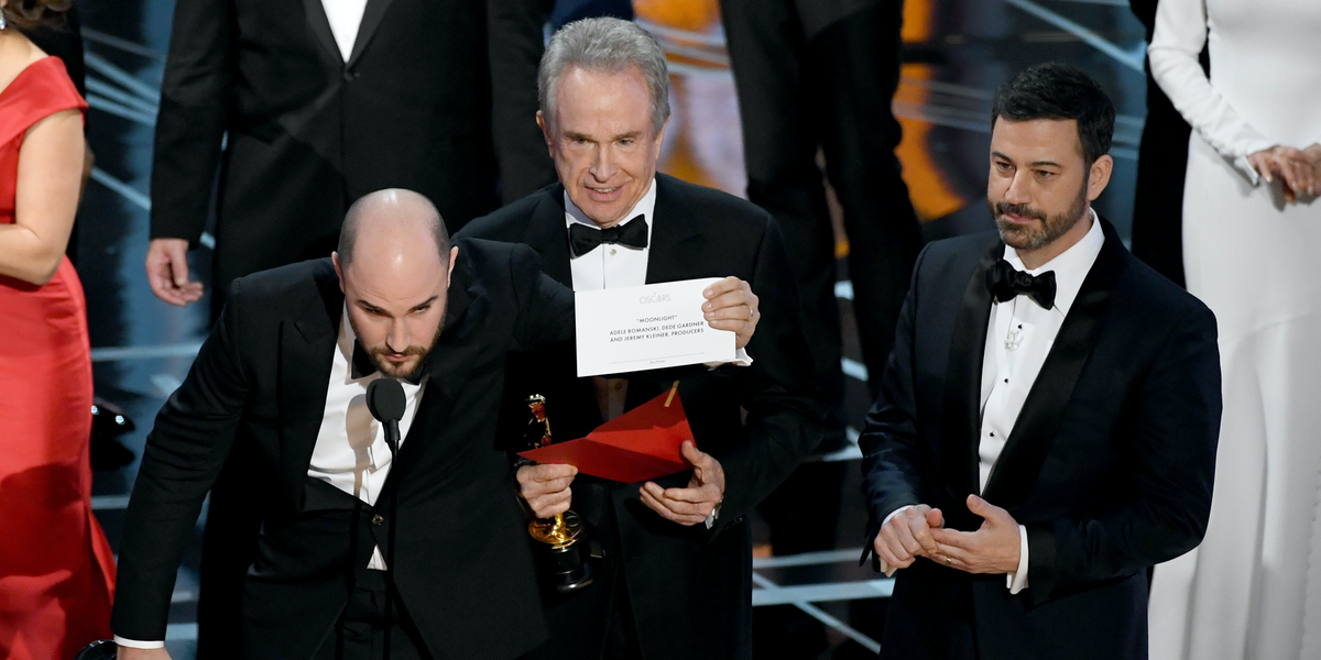 Watch The 2017 Oscars Edition Of Mean Tweets W469143 in addition 28385 Oscars Mixup Warren Beatty Faye Dunaway Moonlight also One Direction Confirms Break Claims Not Splitting Up 2015258 furthermore  on oscar mixup tweets