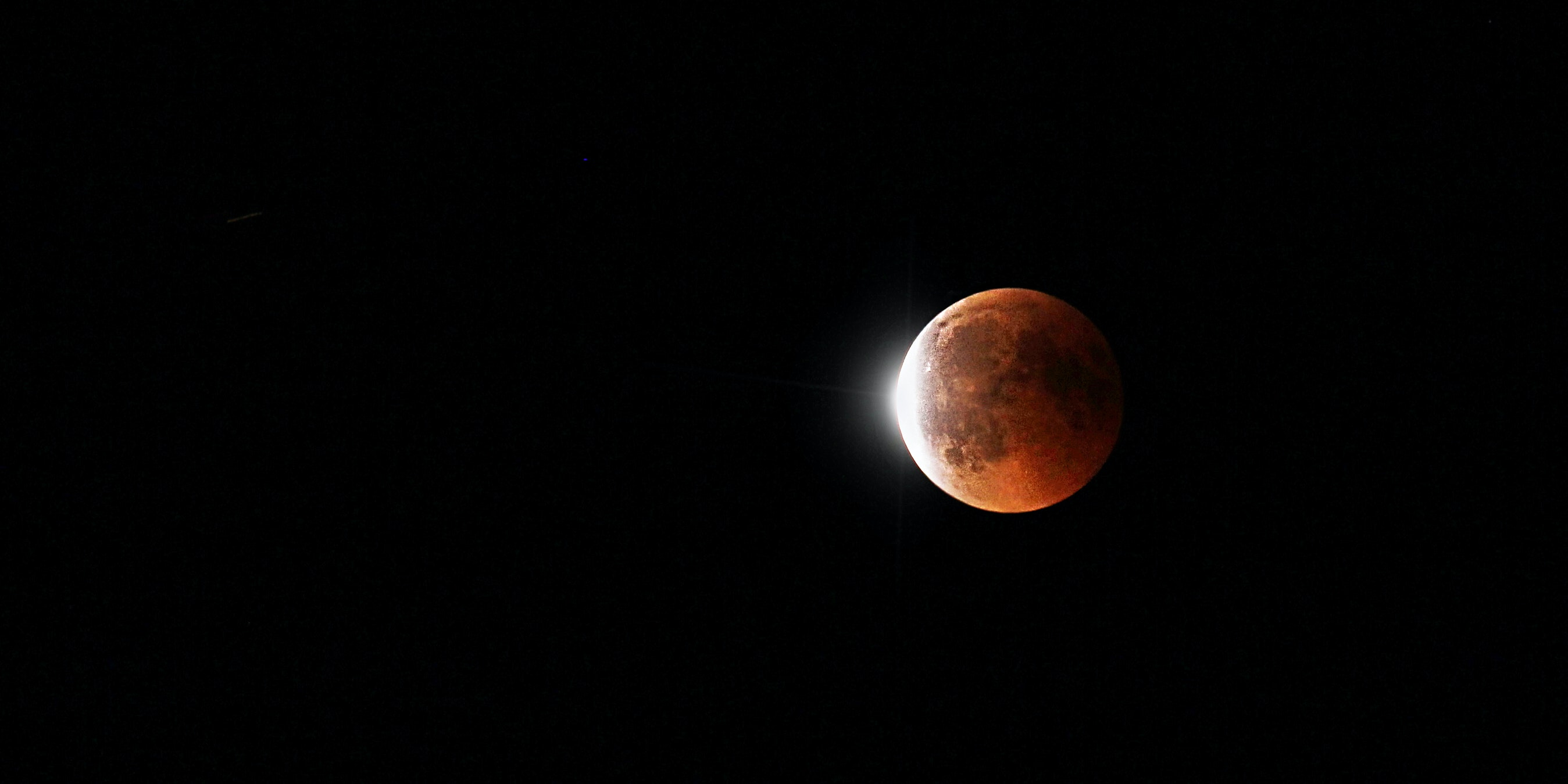"""January's Total Lunar Eclipse Will Be """"Particularly Nice,"""" Says Astronomer"""